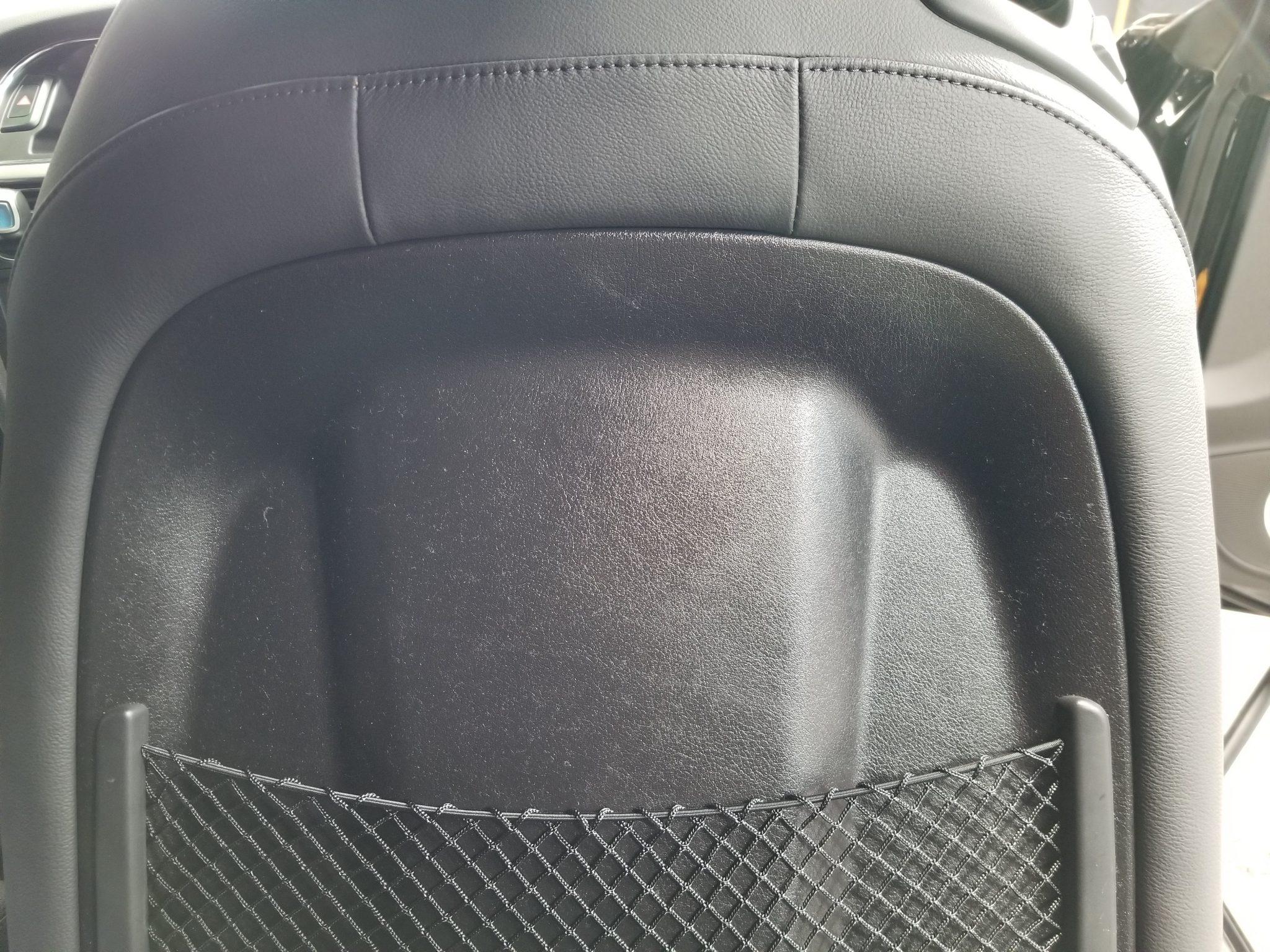アウディのシートの背面ベタつきを修理しました