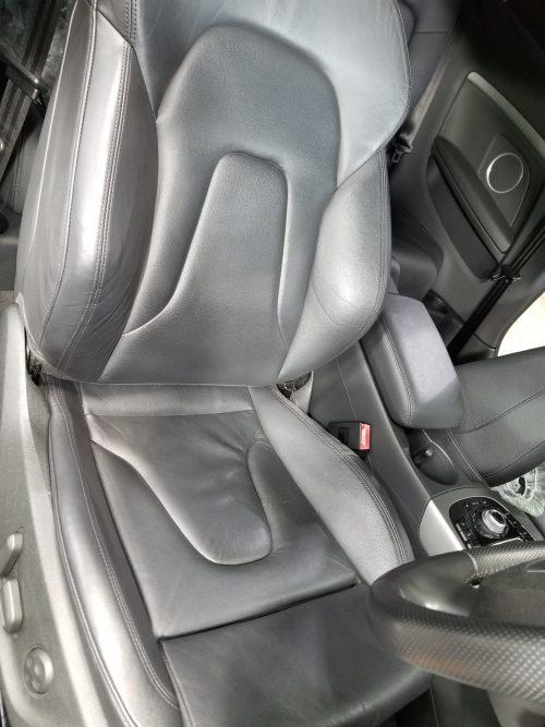 アウディA5のシートを修理しました